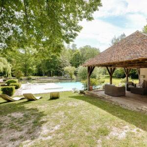 La piscine et lepool-house